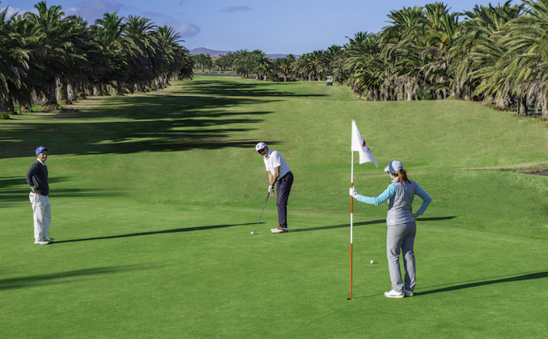 Putting for birdie on Costa Teguise Golf