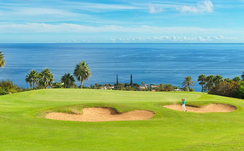 The second hole at Tecina Golf on La Gomera with its large bundkers and ocean view